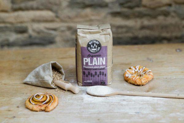 Matthews_Flour_Product-Organic Plain in use